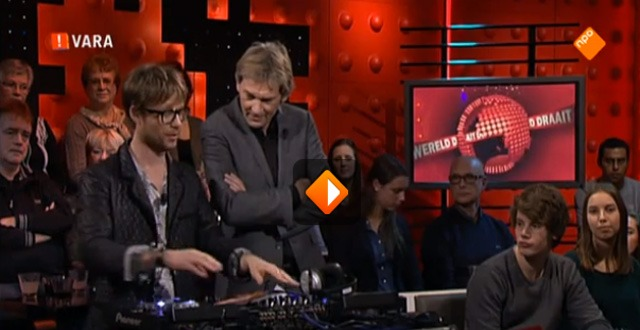 Giel beveelt Licks & Brains aan in DWDD!